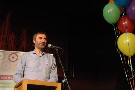 Styreleder Øyvind Engh leser opp de nominerte til prisen Årets Bok til alle-bibliotek 2012: Enebakk, Nord-Odal og Smøla.